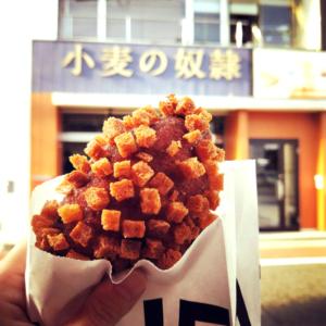 滋賀県大津市に関西初上陸した小麦の奴隷のカレーパンと店舗の外観